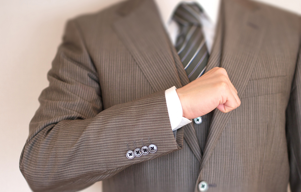 スーツ姿がキマる会社員